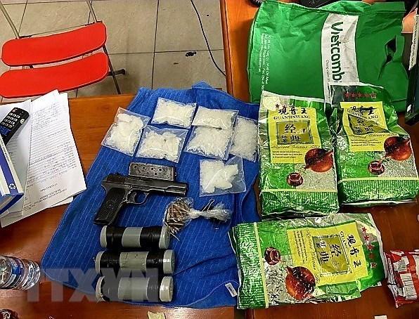 Tang vật một vụ triệt phá đường dây ma túy lớn tại Thành phố Hồ Chí Minh. (Ảnh: TTXVN phát)