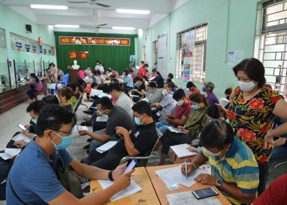 Lượng người lao động nộp hồ sơ nhận trợ cấp thất nghiệp trên địa bàn TPHCM tăng mạnh, lên 90.000 người trong 6 tháng đầu năm 2020. Ảnh: VIỆT DŨNG