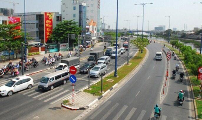 Cần sớm mở rộng quốc lộ 13, chạy qua địa phận thành phố Hồ Chí Minh để tránh ùn tắc giao thông giờ cao điểm.