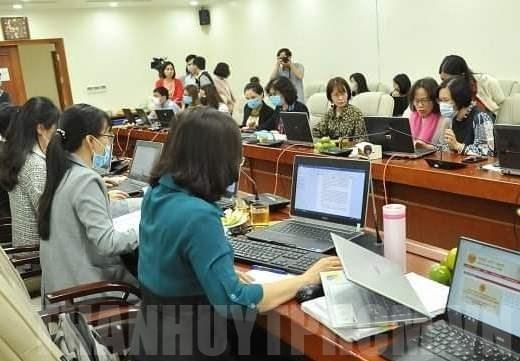 Giải quyết hồ sơ hành chính tại Cục thuế TPHCM. Ảnh minh họa