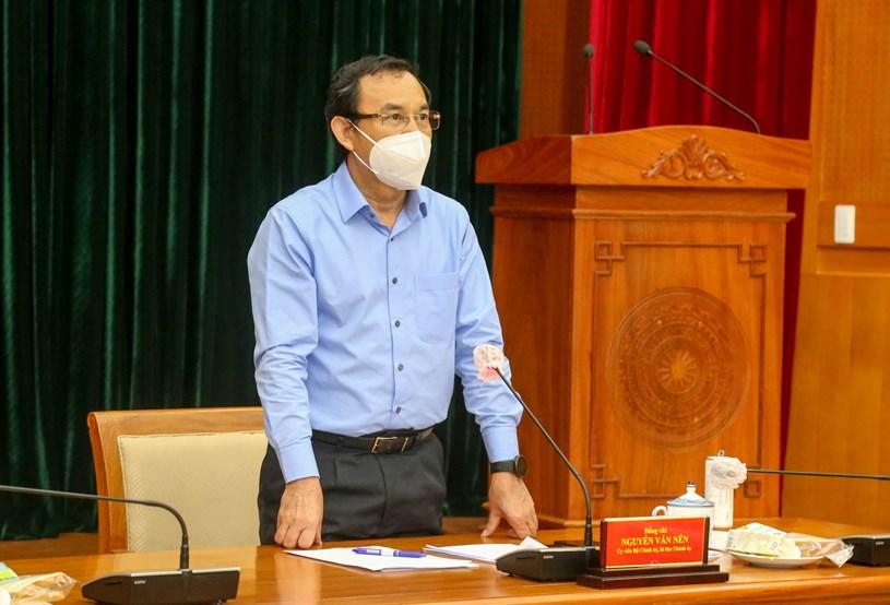Bí thư Thành ủy TPHCM Nguyễn Văn Nên cho hay, TP đang thực hiện lấy ý kiến các chuyên gia, các Bộ - ngành liên quan để chuẩn bị cho tình huống siết chặt hơn Chỉ thị 16