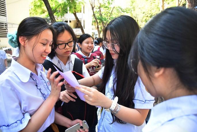 Học sinh thi tuyển vào lớp 10 năm 2020 tại TP HCM/ Ảnh: Tấn Thạnh