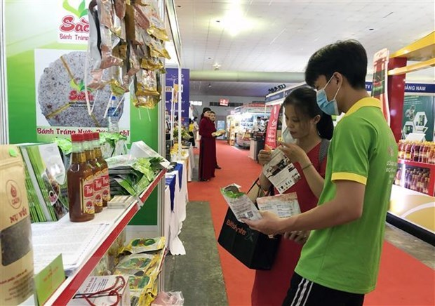 Sản phẩm đặc sản vừng miền được quảng bá đa dạng tại Hội chợ Triển lãm Tôn vinh hàng Việt - năm 2020. (Ảnh: Mỹ Phương/TTXVN)