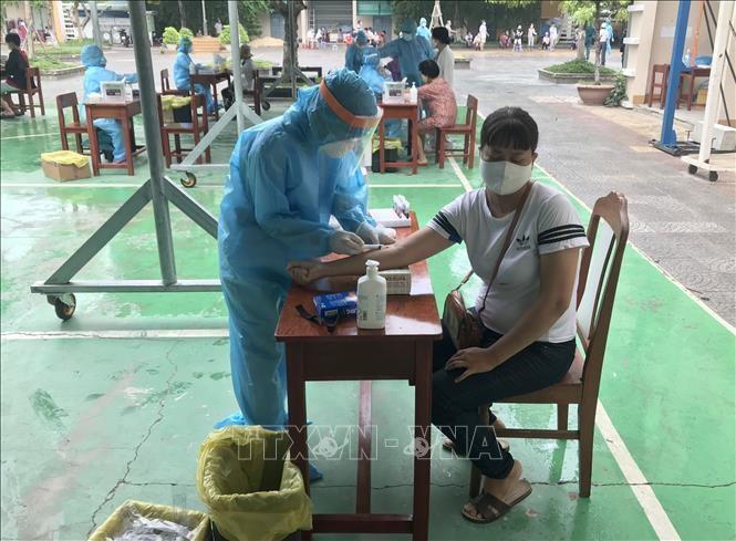 Bác sĩ lý giải về kết quả test nhanh COVID-19