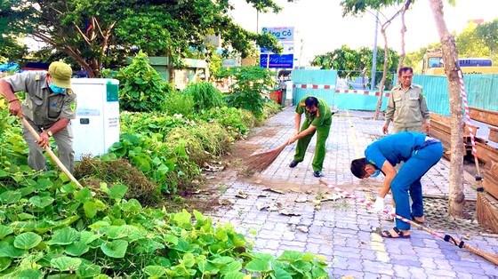 Phường Bình An tổ chức vệ sinh các tuyến đường chào mừng Đại hội đại biểu Đảng bộ quận 2