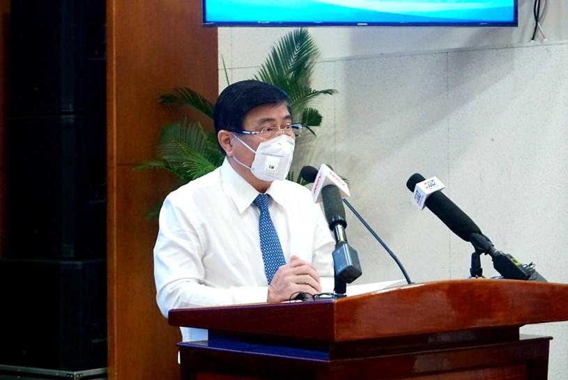 Chủ tịch UBND TPHCM Nguyễn Thành Phong tiếp thu nghiêm túc các chỉ đạo của Bí thư Thành ủy. Ảnh: Đình Nguyên
