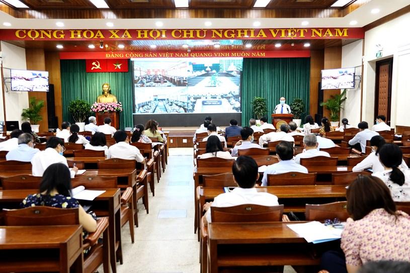 Hội nghị được tổ chức trực tuyến với 24 quận huyện. Ảnh: Đình Nguyên