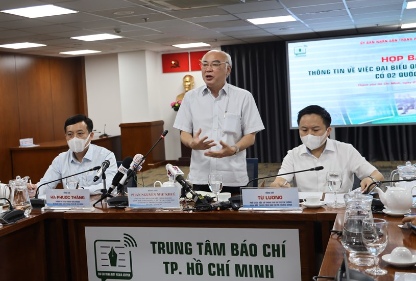 Trưởng Ban Tuyên giáo Thành ủy Phan Nguyễn Như Khuê trao đổi thông tin với báo chí. Ảnh: Khang Minh