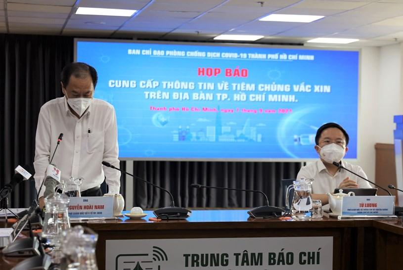 Phó Giám đốc Sở Y tế Nguyễn Hoài Nam nhấn mạnh tiêm vắc xin là công tác được ưu tiên hàng đầu hiện nay
