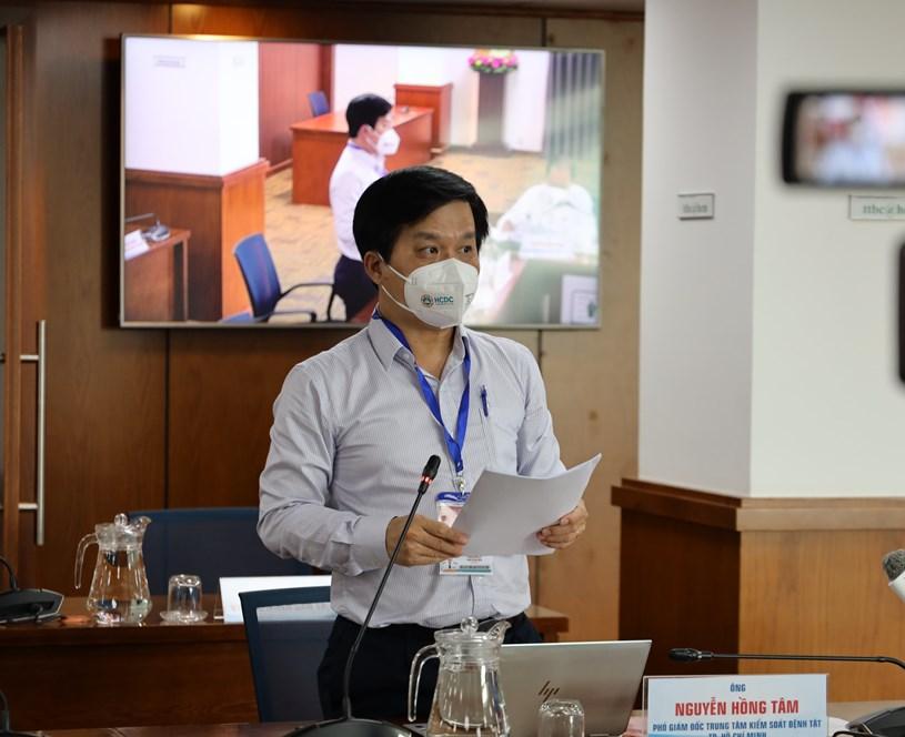 Phó Giám đốc Trung tâm Kiểm soát Bệnh tật TP Nguyễn Hồng Tâm thông tin tại cuộc họp báo