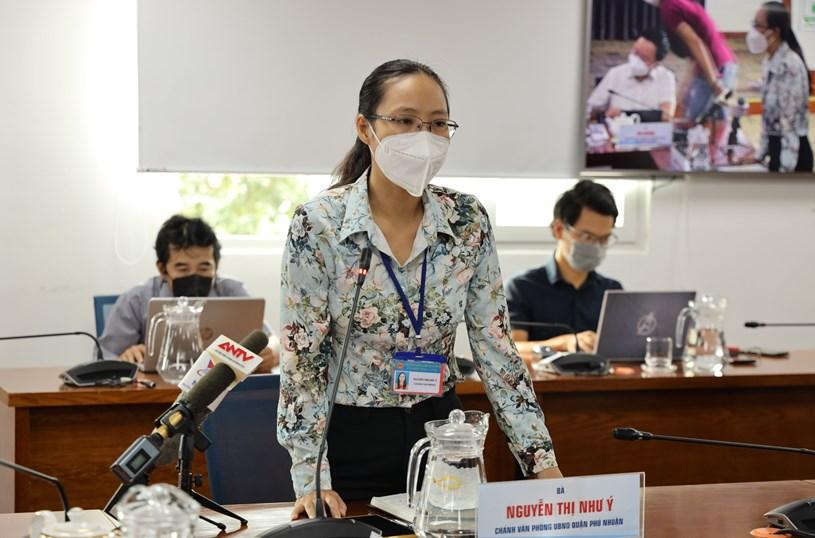Chánh Văn phòng UBND quận Phú Nhuận Nguyễn Thị Như Ý chia sẻ kinh nghiệm trong triển khai tiêm chủng trên địa bàn