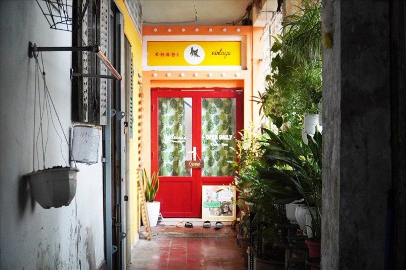 Một cửa hàng tại chung cư cũ trên đường Tôn Thất Đạm (Quận 1). Ảnh: Ngọc Lê