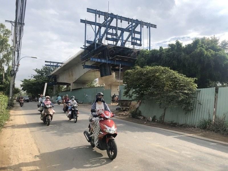 Dự án cầu Long Kiểng (huyện Nhà Bè) đang ngưng thi công vì vướng mặt bằng. Ảnh: THÁI NGUYÊN