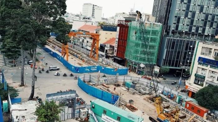 Đơn vị thi công đang trả lại hiện trạng ban đầu của đường Lê Lợi (đoạn từ đường Nguyễn Huệ đến đường Pasteur).