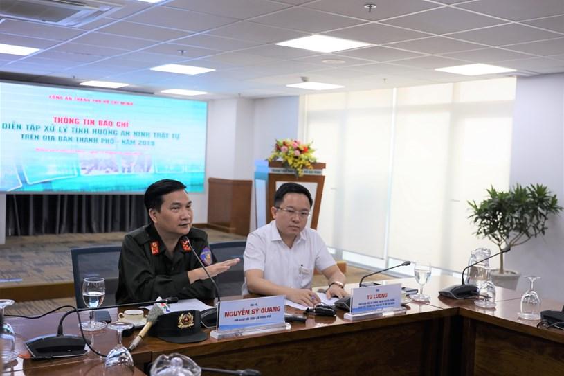 Đại tá Nguyễn Sỹ Quang - Phó Giám đốc Công an TP thông tin về buổi diễn tập