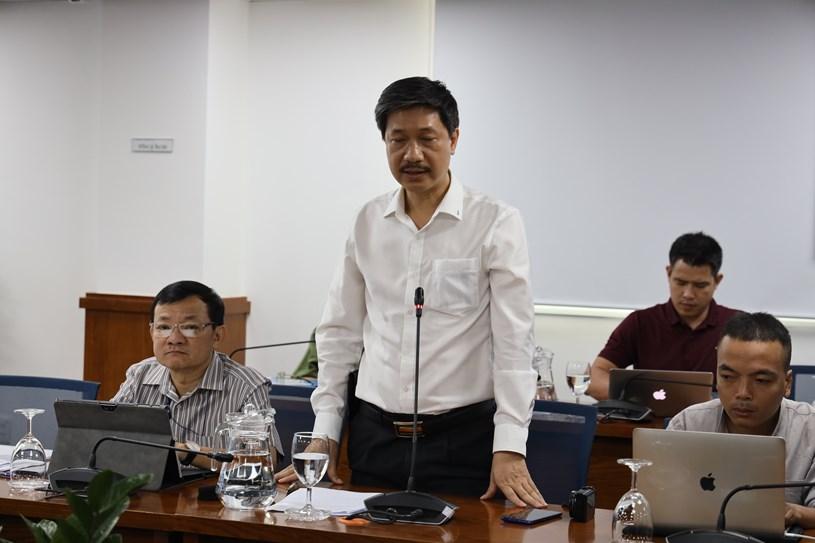 Ông Nguyễn Đức Tiến - Phó Giám đốc Cảng hàng không quốc tế Tân Sơn Nhất trao đổi tại buổi họp báo