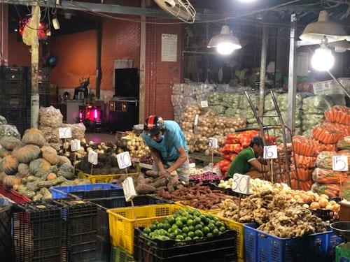 Không còn tình trạng sơ chế rau - củ - quả trong nhà lồng nên cảnh quan và môi trường ở chợ đầu mối tại TP HCM được cải thiện hơn