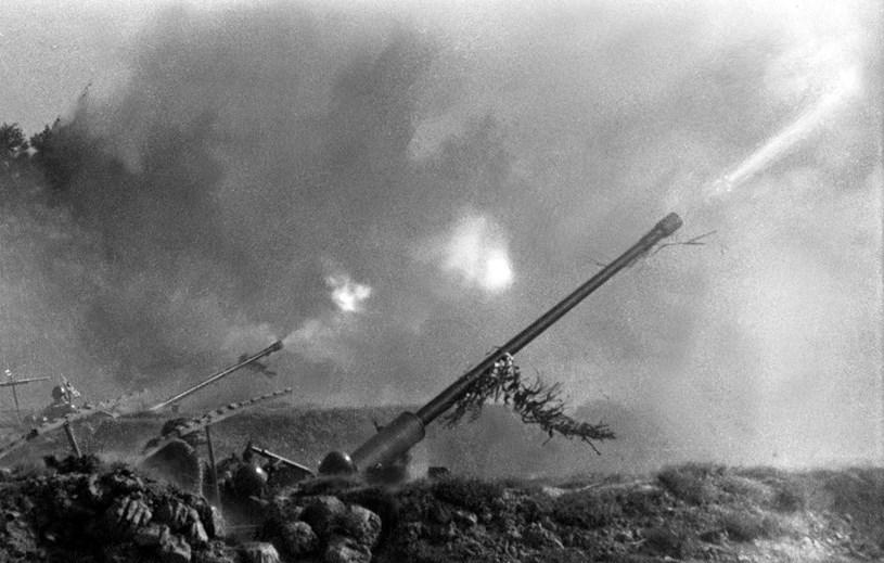 Chiến sỹ đại đội 3 đoàn X pháo cao xạ bảo vệ Thủ đô mưu trí, dũng cảm, đã nổ súng kịp thời và chính xác, góp phần bắn rơi 2 máy bay Mỹ. (Ảnh Tư liệu: TTXVN)